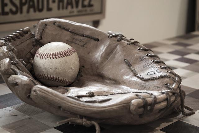 Hand Size for Baseball Glove