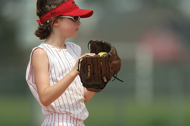 slow pitch pitching in softball